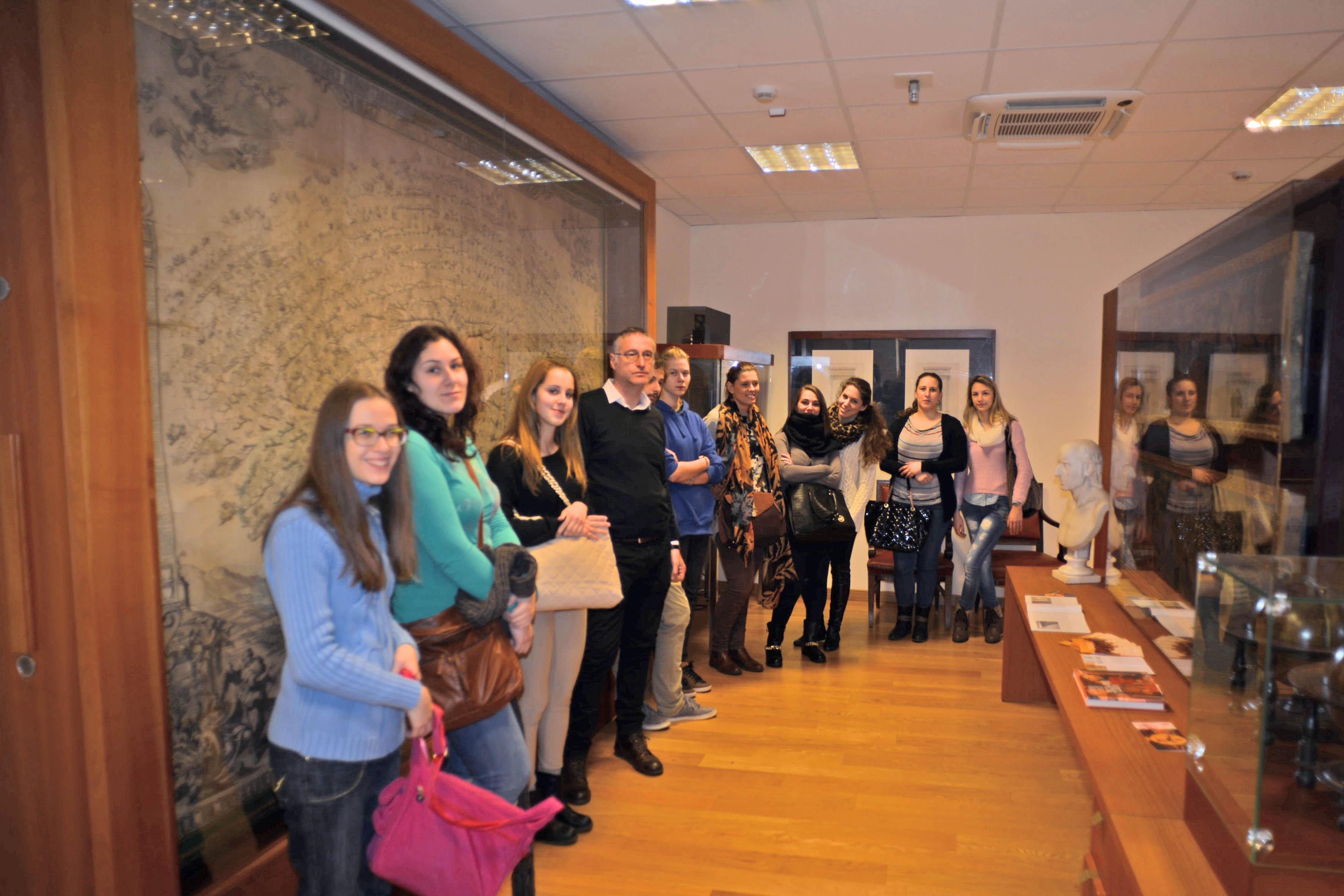Nella foto gli studenti del Dipartimento di Italianistica dell'Università di Pola in visita al Museo il 22 gennaio.